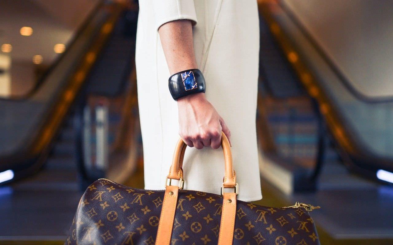fashion-woman-cute-airport-e1440052878408-compressor